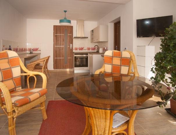 Stühle und Tisch in der Küche